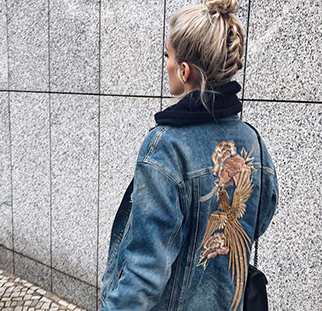 Bloggerin Marina the Moss in Mavi Jeansjacke mit Stickerei-Highlight