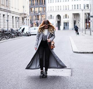 Fashionsire trägt schwarze Jeans von mavi