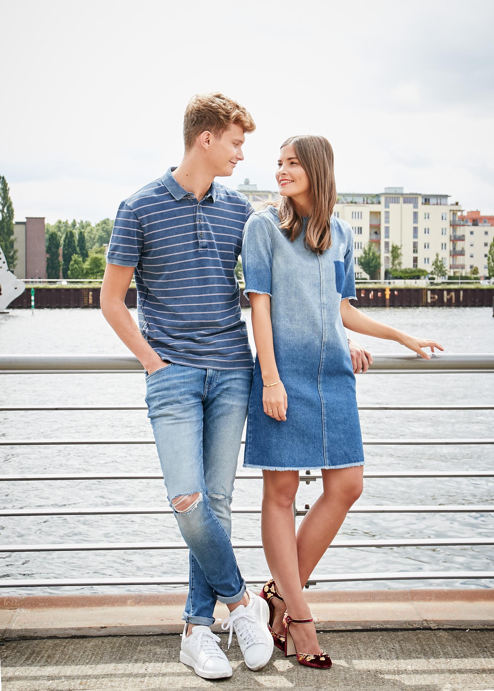 Mavi mit Fashiioncarpet und Patkahlo im süßen Jeanskleid, Poloshirt und enger Jeans