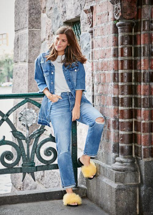 Mavi und Fashiioncarpet in cooler oversize Jeansjacke, einem trendigen gestreiften T-Shirt und einem hochgeschnittenen relaxed Fit.