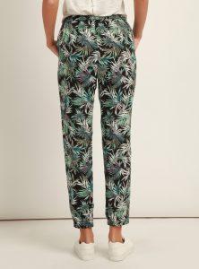 Super lässige Jogger Pants in Palmen Look in der Mavi Jeans Kollektion