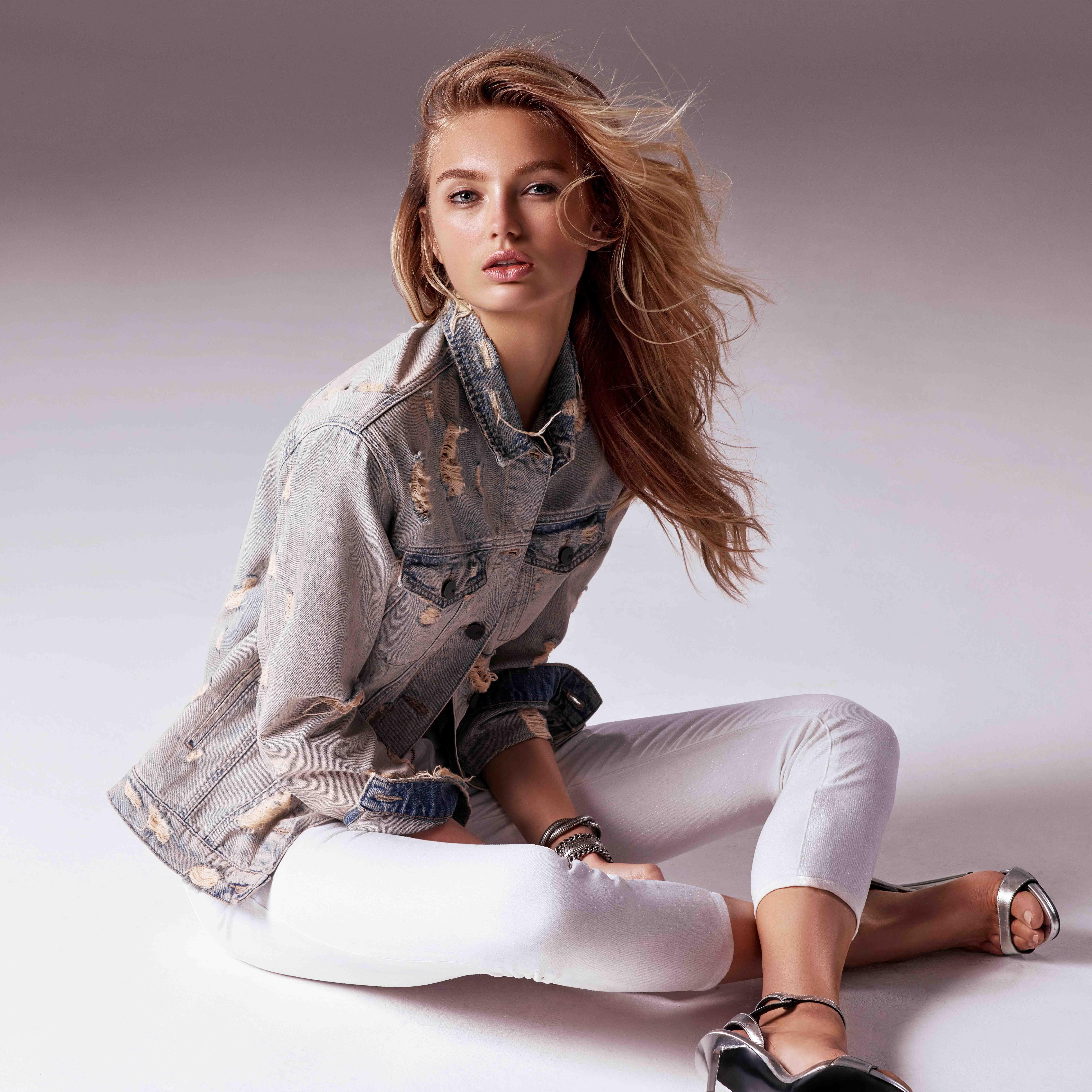 Die neue Mavi Jeans Kampagne mit Romee Strijd