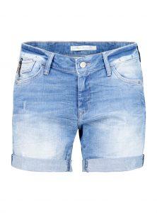 Super Shorts Fit Pixie in einer hellen Waschung in der Mavi Jeans Young Fashion Kollektion