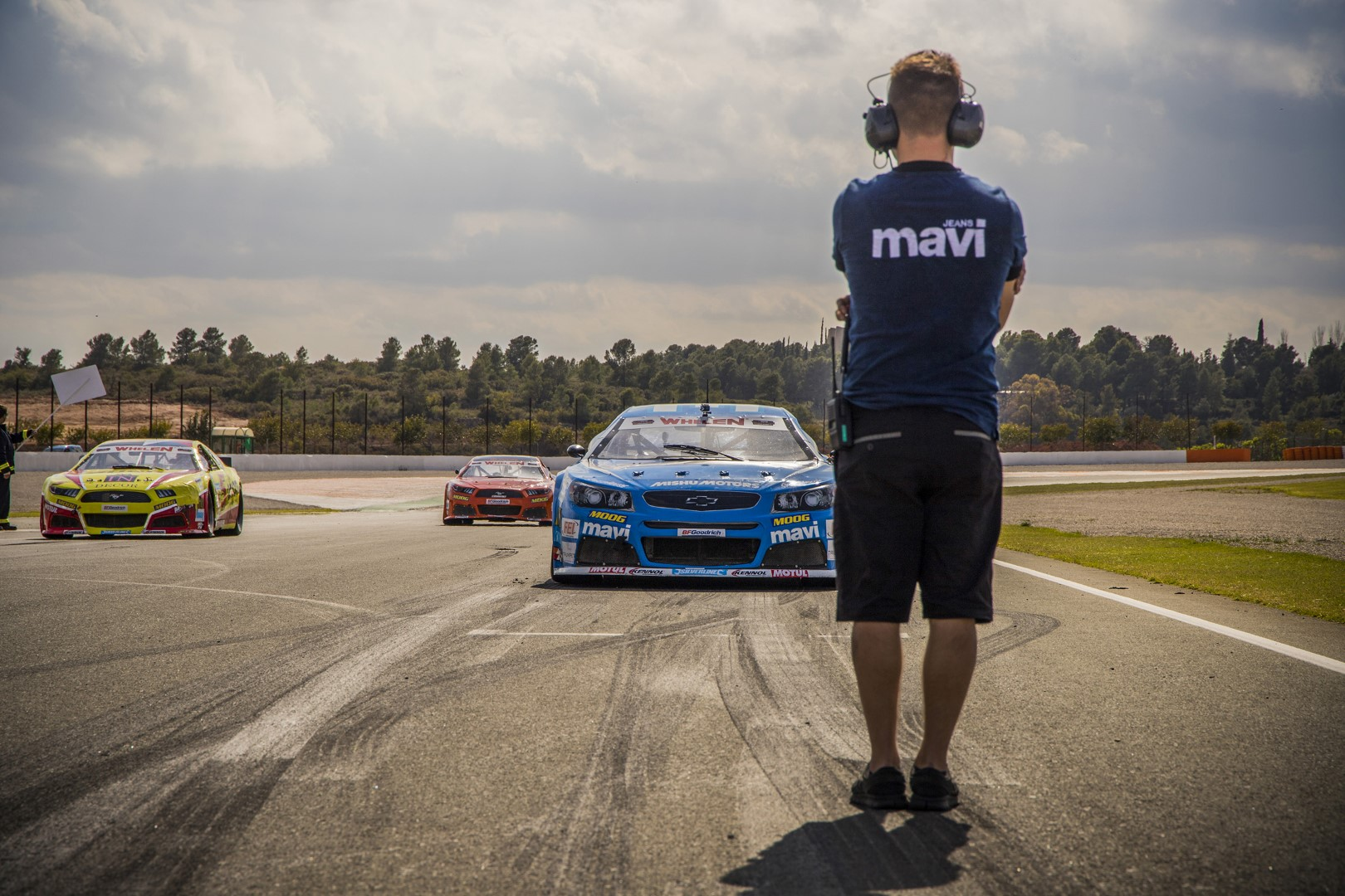MAVI X NASCAR jetzt im coolen Rennfahrer Look mit Mavi Jeans
