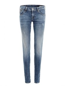 Klassik Fit Lindy nun auch in neuen Waschungen für die kommende Saison bei Mavi Jeans