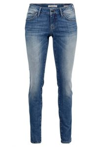 Enger Beinverlauf und niedrige Leibhöhe Mittelblaue Vintage-Waschung 5-Pocket Style mit Reißverschluss Das Model ist 175cm groß und trägt die Größe 27/32 neu bei Mavi